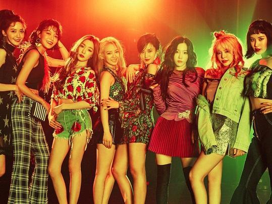"""Cuộc """"hội ngộ thế kỉ"""" sắp diễn ra chăng khi có tin đồn SNSD, Black Pink, Wanna One, KARD, Lee Hyori đến Việt Nam?"""