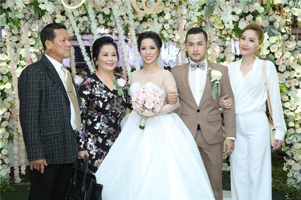 Tiệc cưới lung linh của anh trai ca sĩ Bảo Thy và hot girl Trang Pilla-2