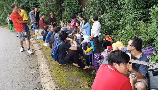 Xe giường nằm dìu xe 45 chỗ mất thắng trên đèo Bảo Lộc-2