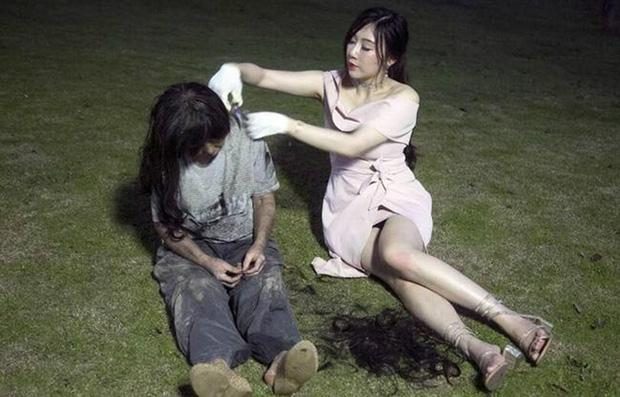 Hot girl lẽo đẽo đi theo người vô gia cư trong công viên và nguyên nhân thật sự khiến nhiều người bất ngờ-3