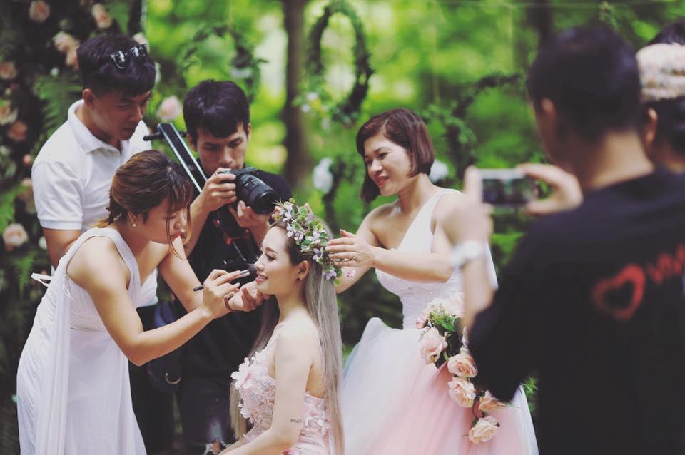 MC Ngọc Trang khoe ảnh cưới với người yêu đồng giới kém 8 tuổi-5