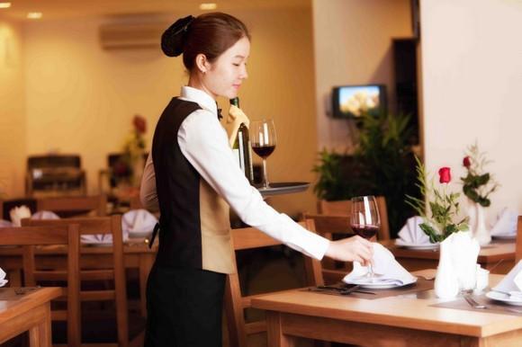Cách đưa tiền tip trong nhà hàng, quán xá Việt Nam-2