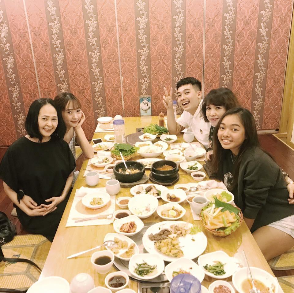 Hot girl - hot boy Việt 15/8: Gia đình Phở và SunHt gặp gỡ ăn tối cùng nhau-1