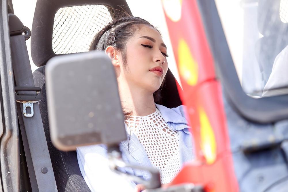 Fan xót xa khi Khổng Tú Quỳnh phải 'phơi da' giữa trời nắng gắt-4