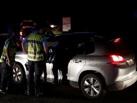 Xe lao vào tiệm pizza gần Paris, 13 người thương vong