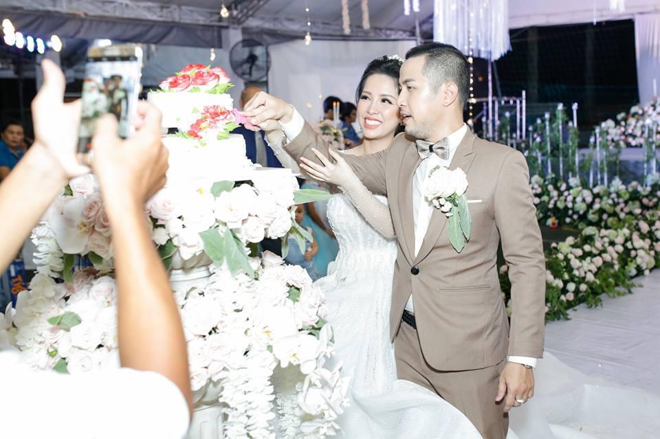 Gửi thiệp cưới muộn, anh trai Bảo Thy bị bạn bè dọa 'off 50% tiền mừng'-1