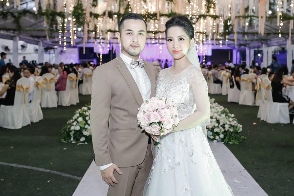Gửi thiệp cưới muộn, anh trai Bảo Thy bị bạn bè dọa 'off 50% tiền mừng'-9