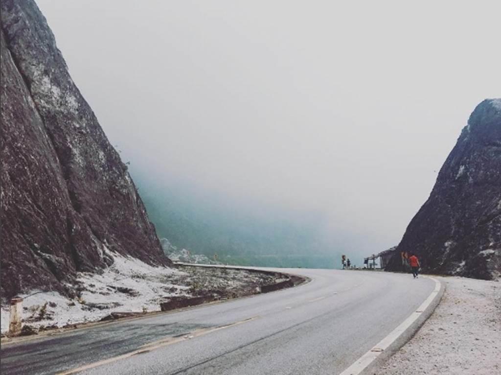Ngỡ ngàng ngọn đèo phủ đầy 'tuyết' trắng đẹp như châu Âu ở Hòa Bình-8