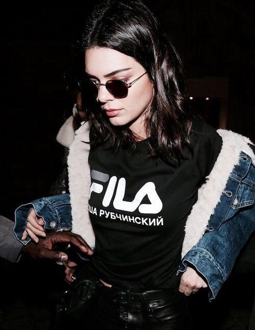 Gia tài tiền tỷ, Phạm Hương và Kendall Jenner vẫn mê mẩn áo thun giá rẻ-5