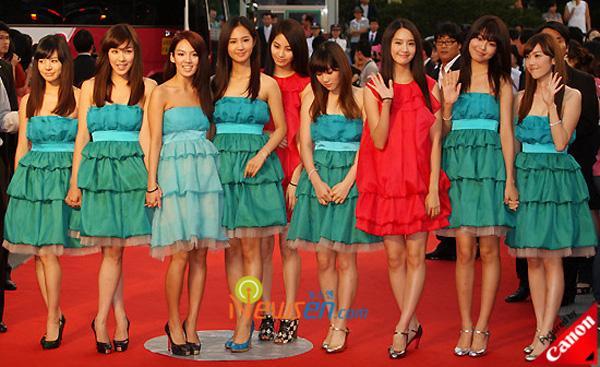 Sao Việt đã là gì, thảm họa thời trang sao Hàn mới khiến fan phát hoảng!-7