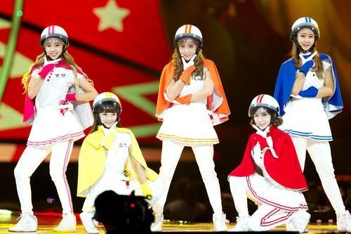 Sao Việt đã là gì, thảm họa thời trang sao Hàn mới khiến fan phát hoảng!-10