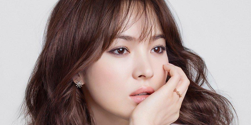 Sao Hàn 15/8: Song Hye Kyo được khen ngợi vì chăm chỉ từ thiện-1