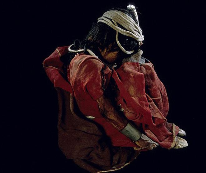 Xác ướp bé gái được chôn từ 500 năm trước còn vẹn nguyên và bí mật chưa từng được tiết lộ-4