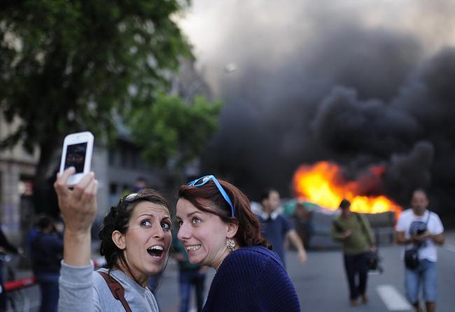 Nghiện 'tự sướng': Thấy đám cháy phải móc máy ngay-6