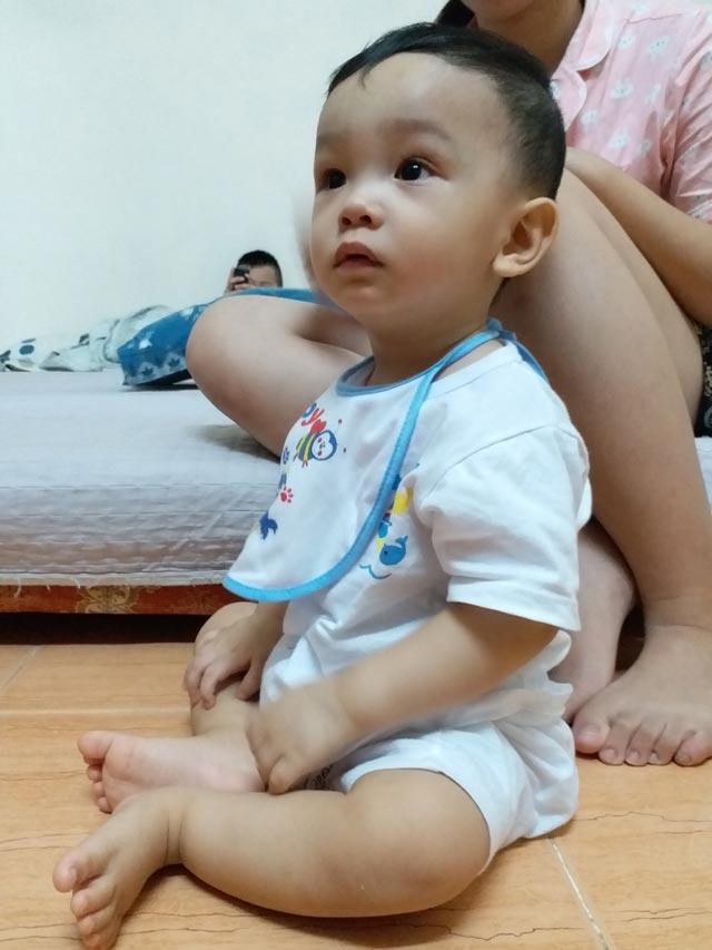Hình ảnh mới nhất của bé trai 14 tháng tuổi bị bạo hành, bỏ rơi ở bệnh viện sau 5 ngày về nhà-4