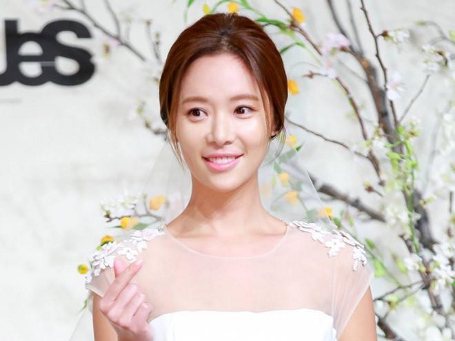 Sao nữ 'She Was Pretty' Hwang Jung Eum sinh con đầu lòng-1