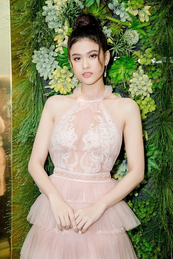 Trương Quỳnh Anh xinh đẹp không thua kém bạn thân hoa hậu-1