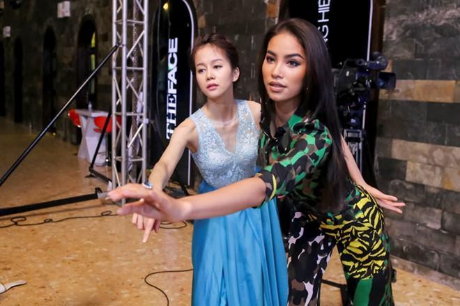 Kém Lưu Hương Giang 9 tuổi, Hoàng Thùy vẫn vô tư gọi đàn chị là 'em' tại The Face 2017-4