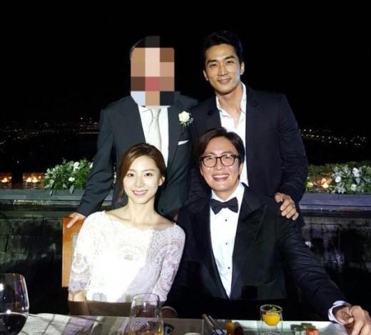 Hiếm hoi lắm, người hâm mộ mới được ngắm gia đình 3 người nhà Bae Yong Joon cùng xuất hiện-2
