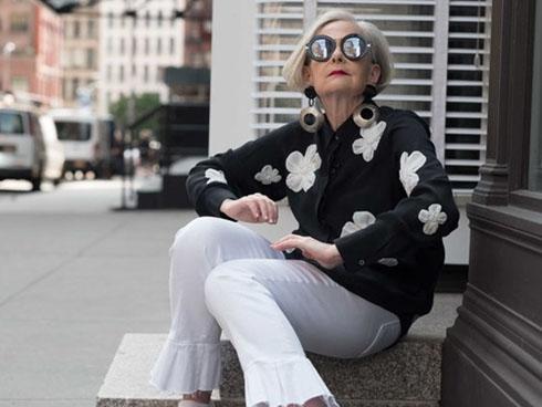 Tín đồ thời trang 64 tuổi: Sành điệu bất chấp tuổi tác và nếp nhăn