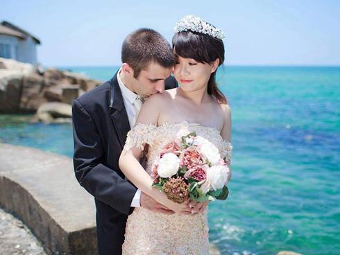 Chàng trai Anh gửi thư cho bố vợ Việt tương lai và khóc ròng trong ngày cưới