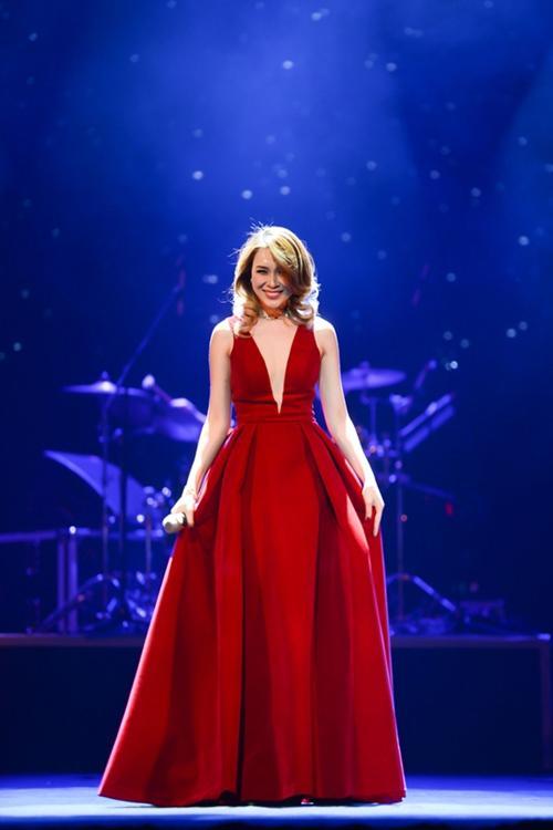Mỹ Tâm - Lan Khuê đẹp tựa nàng thơ trên thảm đỏ thời trang tuần này-6