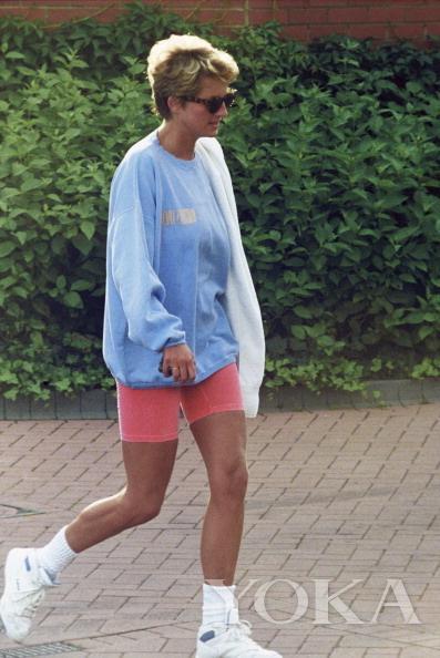 Thì ra mốt giấu quần được công nương Diana lăng xê từ lâu rồi-7