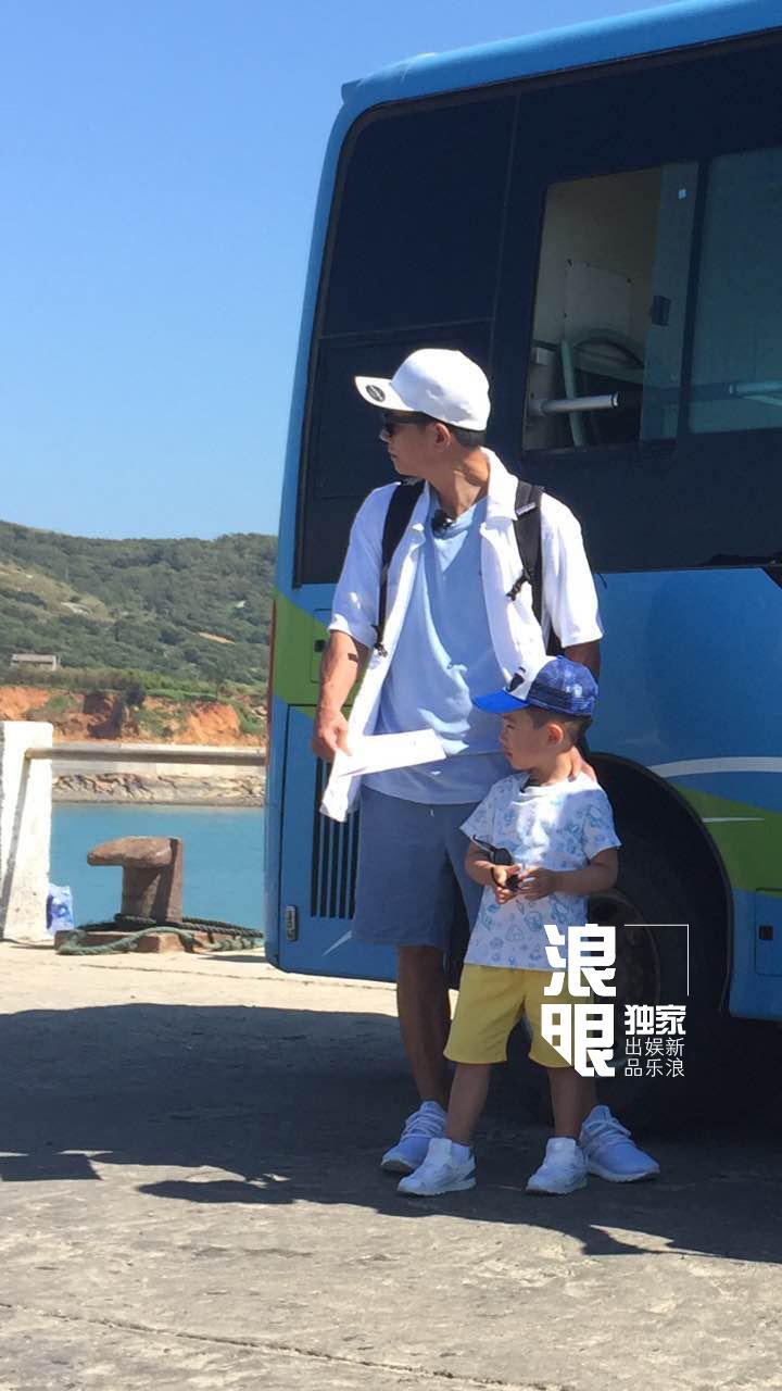 'Vi Tiểu Bảo' Trần Tiểu Xuân lần đầu xuất hiện cùng con trai hot nhất weibo hôm nay-7