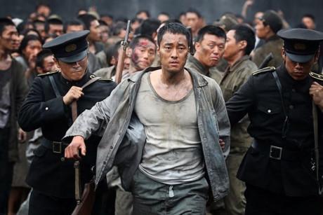 Chồng Song Hye Kyo lép vế đàn anh trong 'Đảo địa ngục'-1