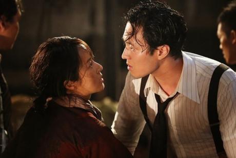 Chồng Song Hye Kyo lép vế đàn anh trong 'Đảo địa ngục'-4