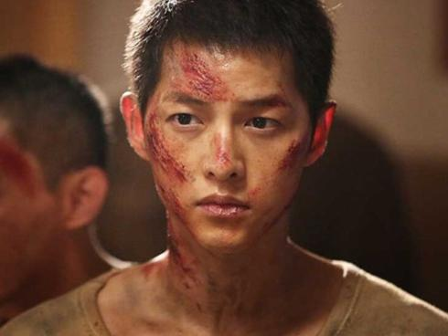"""Chồng Song Hye Kyo lép vế đàn anh trong """"Đảo địa ngục"""""""