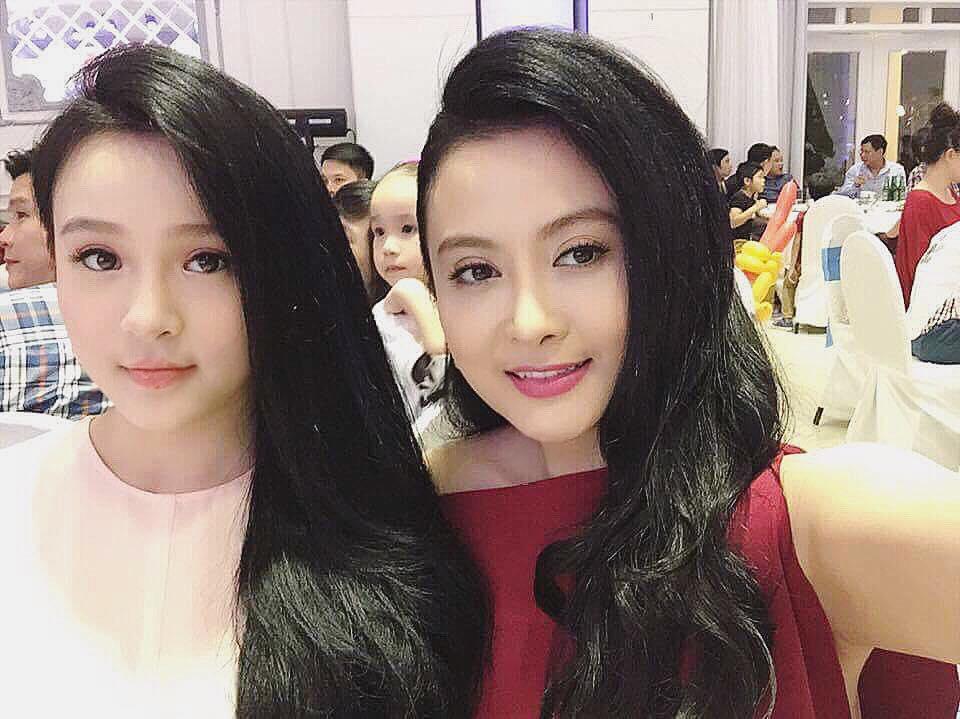 Hot girl - hot boy Việt 18/8: Phở - SunHt công khai ảnh 'khóa môi'-2