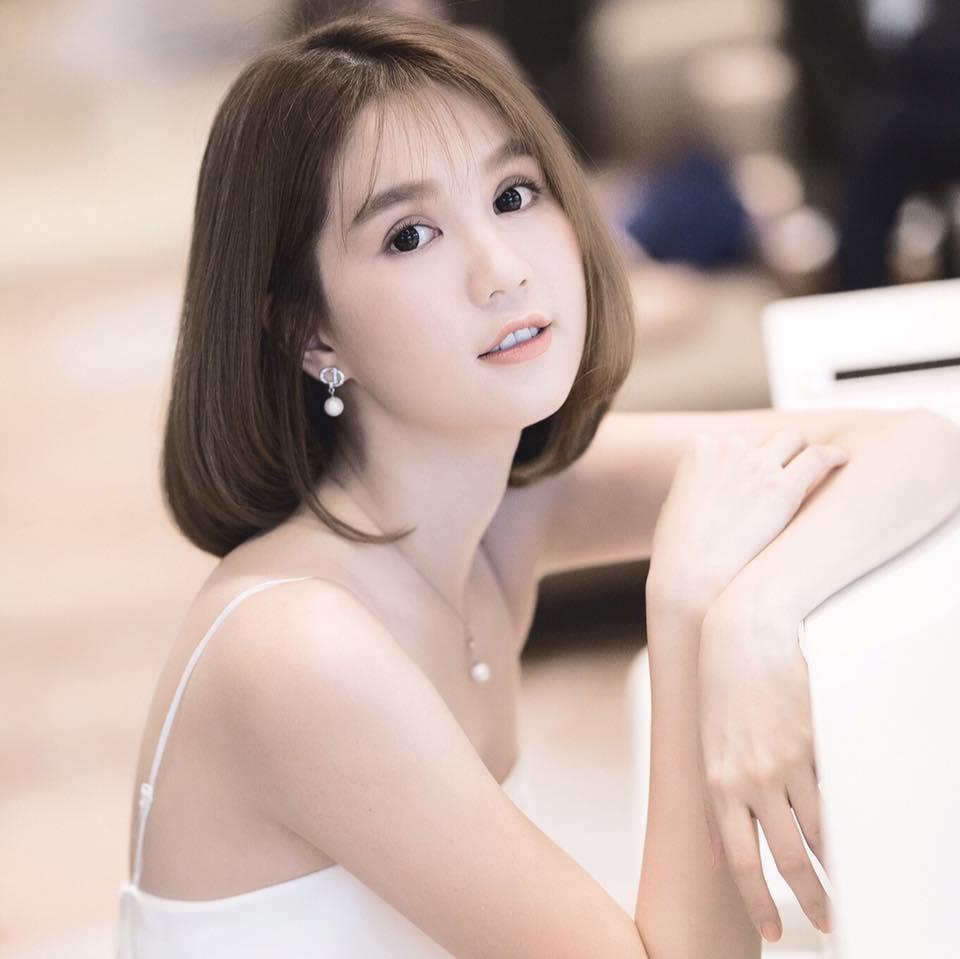 Tin sao Việt 18/8: Tăng Thanh Hà khoe mặt tròn xoe khi sánh đôi bên ông xã-6