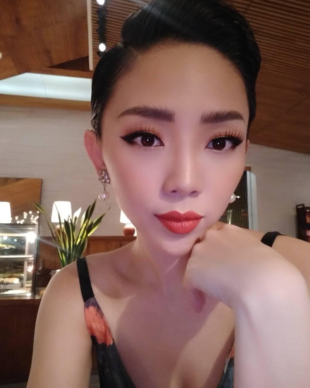 Tin sao Việt 18/8: Tăng Thanh Hà khoe mặt tròn xoe khi sánh đôi bên ông xã-10