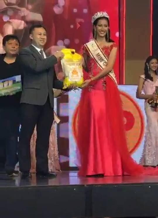 Chuyện thật như đùa: Tân Hoa hậu Hòa Bình Campuchia 2017 được thưởng... một bao gạo-6
