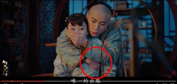 Trần Hiểu bị chỉ trích vì đụng chạm vòng một của Tôn Lệ trong phim mới-1