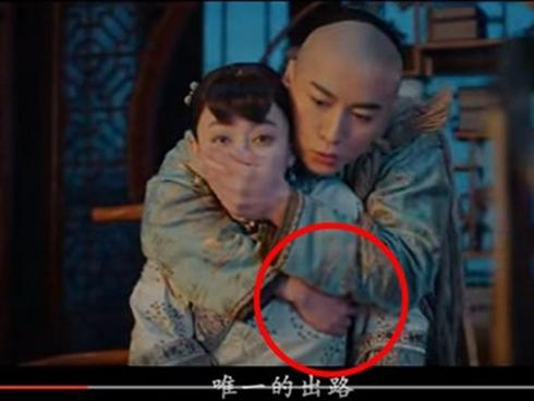 Trần Hiểu bị chỉ trích vì đụng chạm vòng một của Tôn Lệ trong phim mới