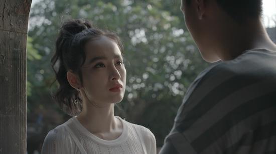 Đỏ mặt với nụ hôn táo bạo của Angela Phương Trinh và Rocker Nguyễn trong tập 1 Glee-2