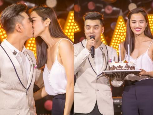 """Ưng Hoàng Phúc được vợ chúc mừng sinh nhật bằng màn """"khóa môi"""" trên sân khấu"""