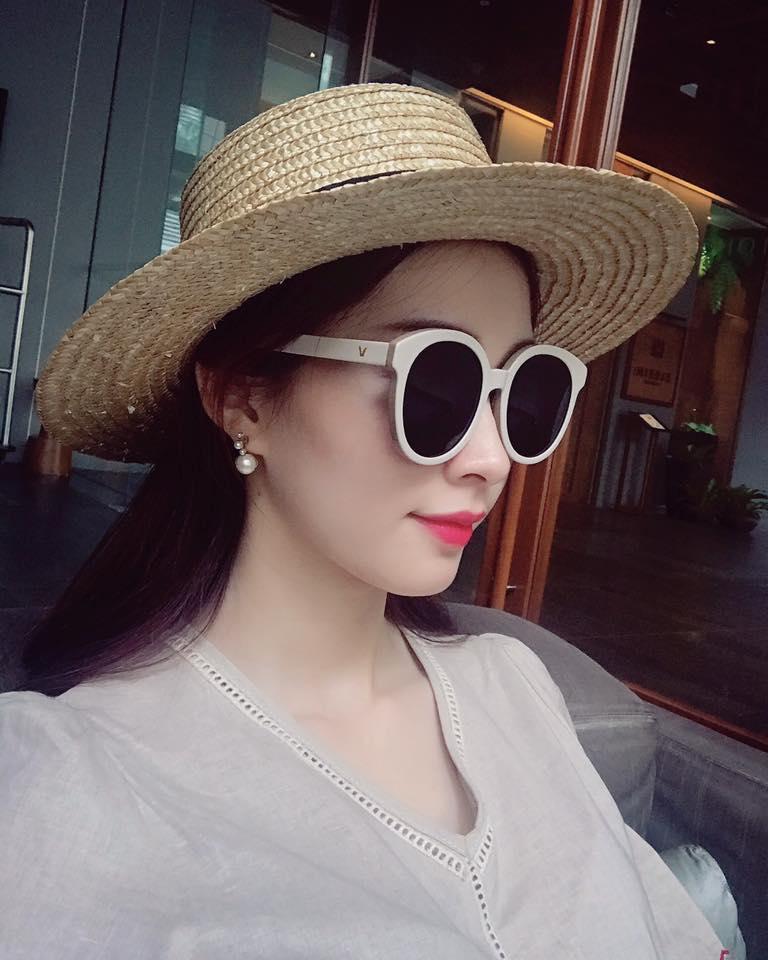 Tin sao Việt 19/8: Vy Oanh khoe cận mặt tiểu công chúa dễ thương chưa đầy 1 tháng tuổi-1