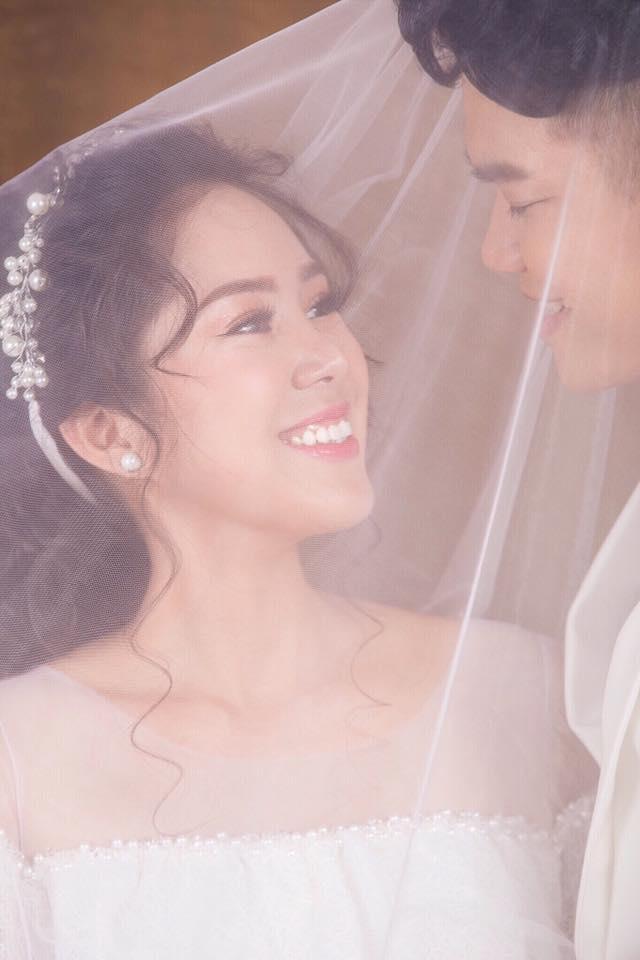Tin sao Việt 19/8: Vy Oanh khoe cận mặt tiểu công chúa dễ thương chưa đầy 1 tháng tuổi-6