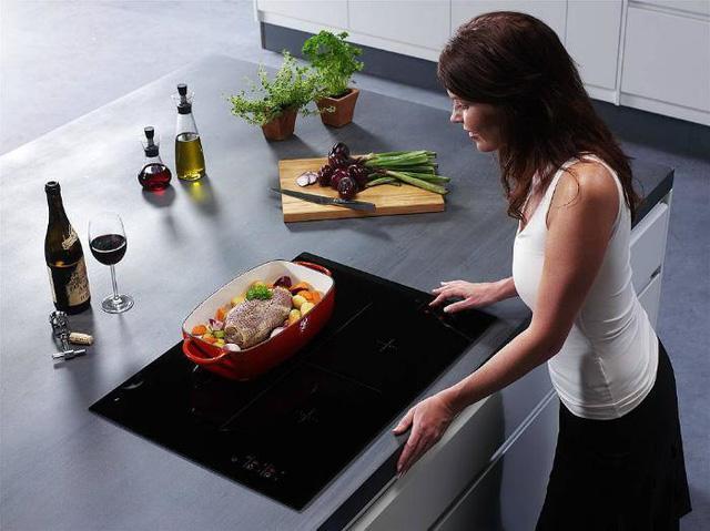 Nếu nhà bạn dùng bếp từ, nhất thiết phải tránh những điều này-1