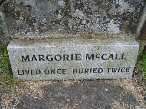 Vợ đã chết bỗng nhiên sống lại, quay về 'dọa' khiến chồng chết không kịp trăng trối