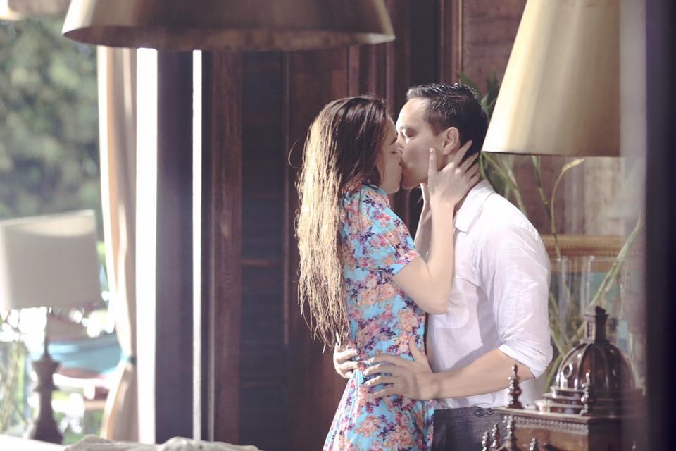 Lộ clip hôn nhau say đắm, Hà Hồ và Kim Lý sáng nhất làng showbiz ngập scandal tuần qua-1