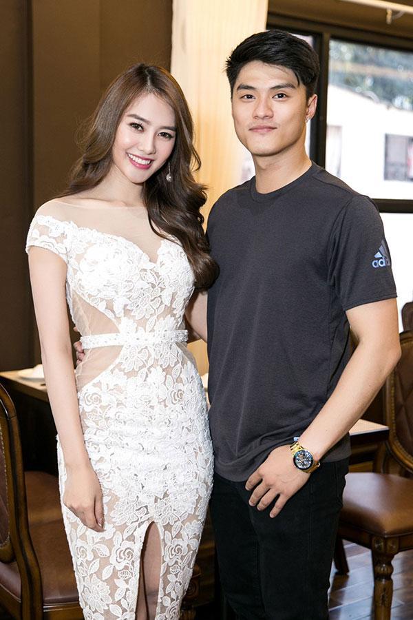 Lộ clip hôn nhau say đắm, Hà Hồ và Kim Lý sáng nhất làng showbiz ngập scandal tuần qua-6