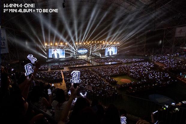 Mới 10 ngày tuổi, Wanna One đã xô đổ kỷ lục của đàn anh EXO-2