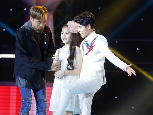 """Soobin, Vũ Cát Tường thi nhau """"bắn rap"""" để nhận được cái gật đầu của cô bé xinh nhất """"The Voice Kids"""""""