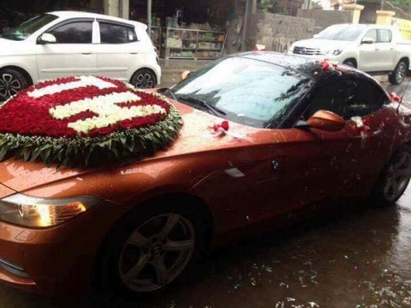 Choáng ngợp với sổ đỏ, siêu xe, vàng đeo trĩu cổ của cô dâu chú rể xứ Nghệ-4