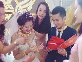 Choáng ngợp với sổ đỏ, siêu xe, vàng đeo trĩu cổ của cô dâu chú rể xứ Nghệ