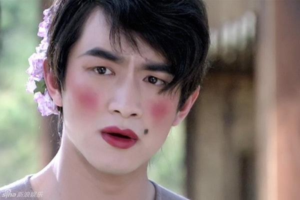 Mỹ nam Hoa ngữ giả gái: Người xinh ngất ngây, kẻ xấu hết hồn-12
